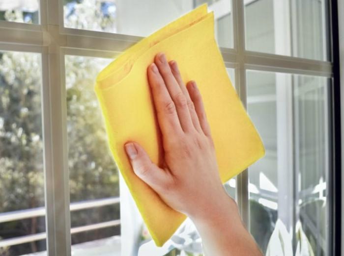 Средство для мытья окон. | Фото: Ofix Blog.