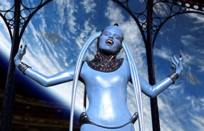 Дива Плавалагуна в фильме *Пятый элемент*, 1997 | Фото: jeteraconte.livejournal.com