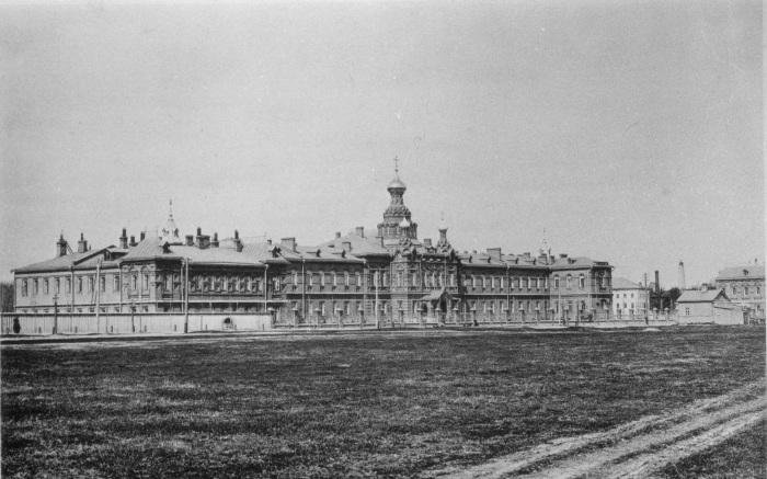 Больница, построенная Бахрушиными в Сокольниках. 1888 год. /Фото:pastvu.com