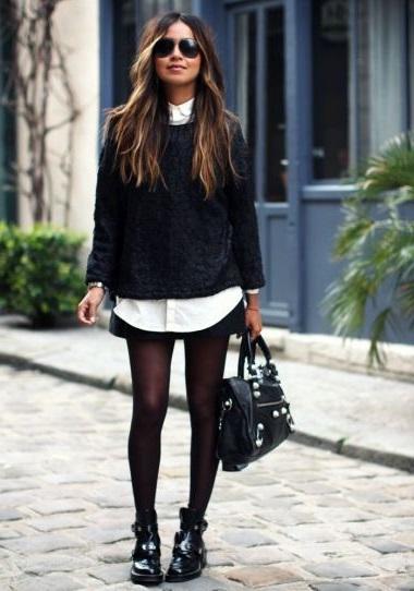 Девушка в короткой юбке, белой рубахе и свитере