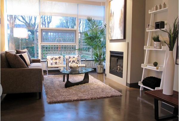 Современная гостиная в нейтральных тонах от Flüff Designs & Decor