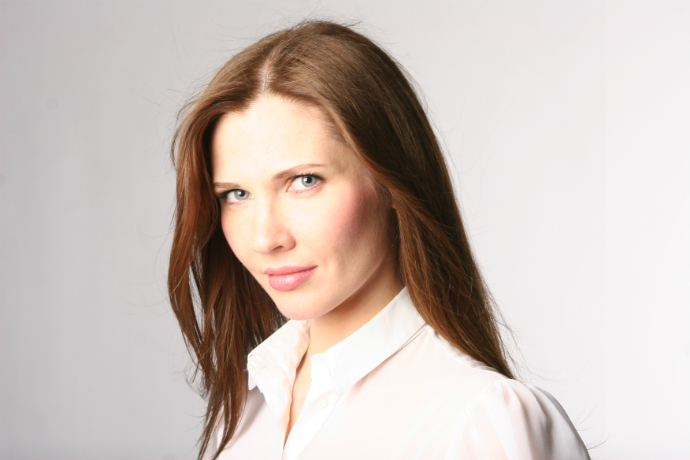 Ольга Комракова, ведущий визажист Clarins в России