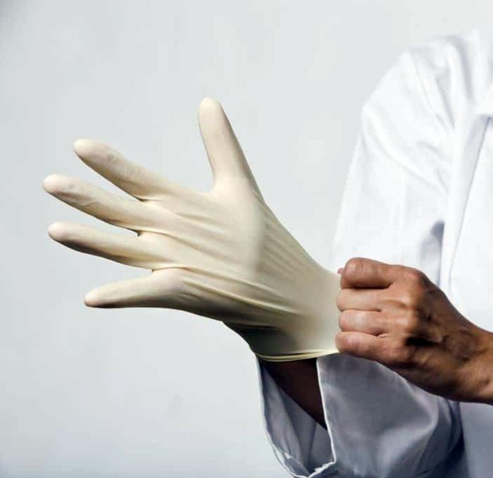 Комфортная носка резиновых перчаток.