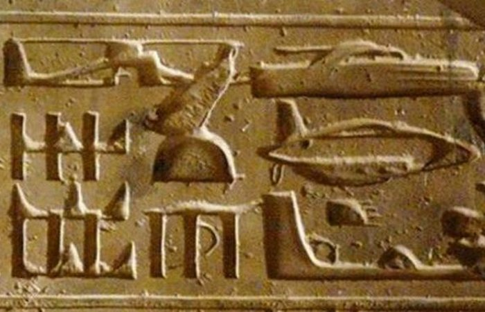 Египетские иероглифы с летательными аппаратами.