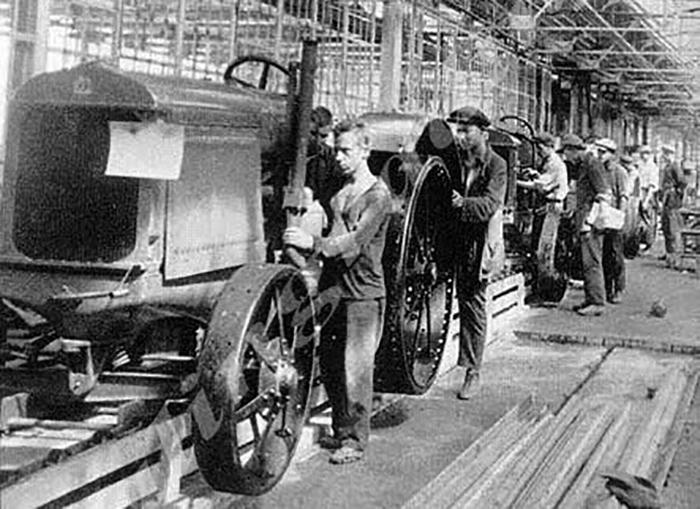 Люди из сёл стремились переехать в промышленные городские центры.