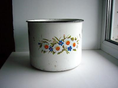 Как из старой ржавой кастрюли сделать стильный горшок для цветов