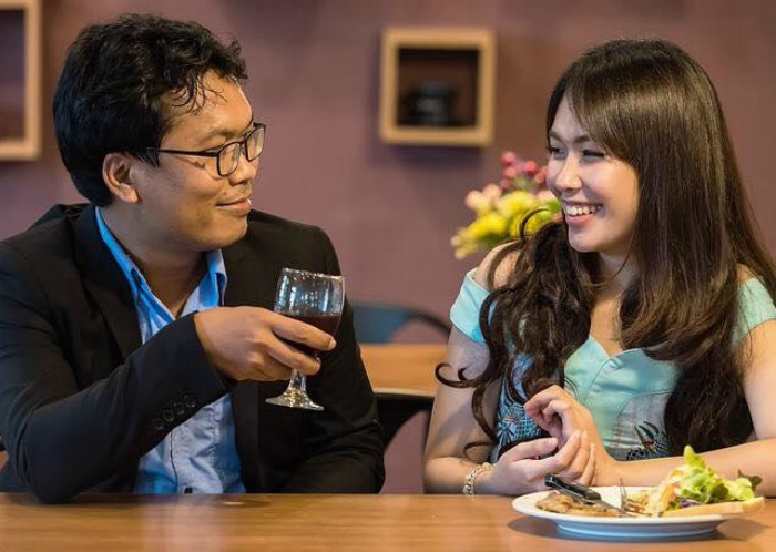 Этикет японской девушки. | Фото: Restaurant Guru.