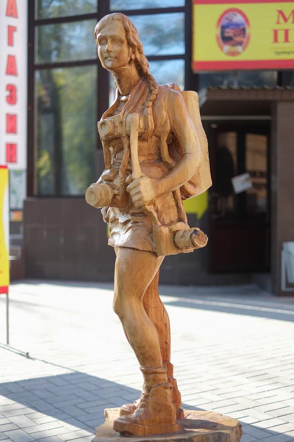 derevyanniestatui 2 Деревянные скульптуры в Симферополе