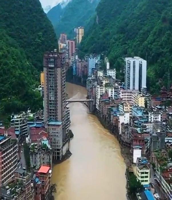 В самом узком городе мира строятся лишь многоэтажные дома (Яньцзинь, Китай). | Фото: noodlemagazine.com.