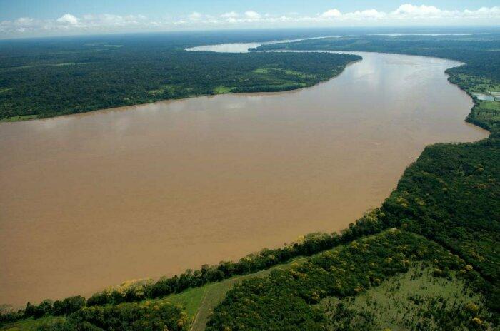 В сезон засухи в наиболее широком месте ее ширина составляет одиннадцать километров, а когда начинают идти дожди – 50-80 километров / Фото: oir.mobi