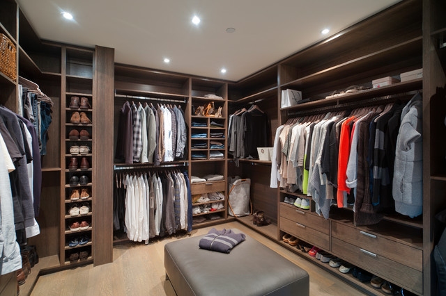 Caulfeild contemporary closet