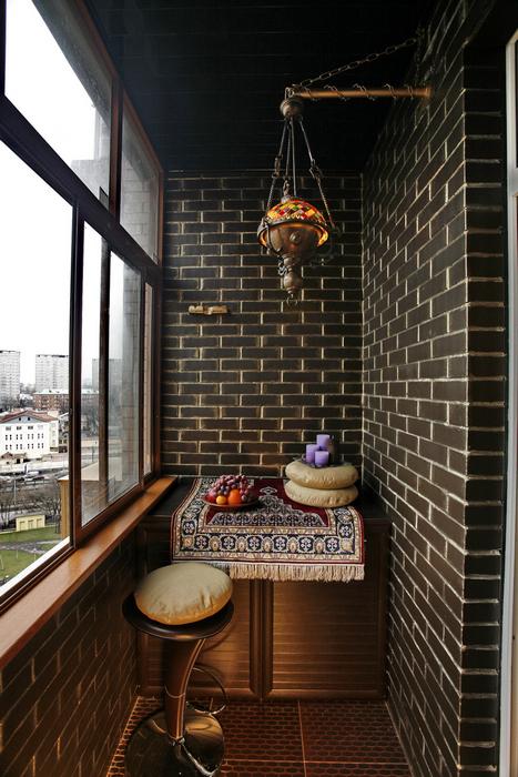 <p>Автор проекта: Ирина Ивашкова.</p> <p>Можно также в отдельно взятой московской лоджии устроить маленький Магриб с коврами и лампами.</p>