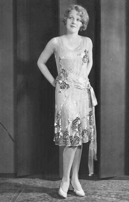 В 1920-х годах Аниту, попавшую в кинематограф благодаря своей подруге Бетти Бронсон, называли светловолосой, голубоглазой латиноамериканкой и девушкой с самым красивым лицом во всем Голливуде.