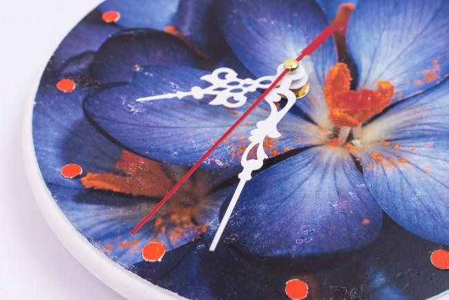 Крупный яркий цветочный сюжет для часов на пластиковой заготовке