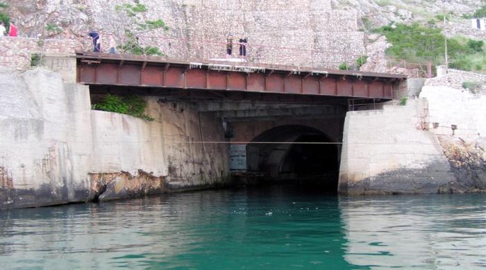 База подводных лодок в Балаклаве.