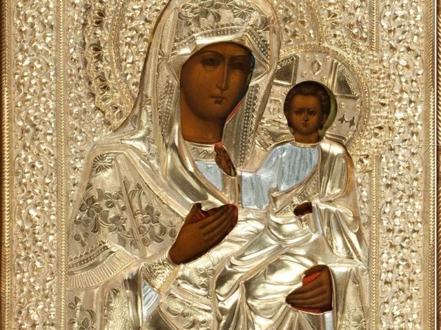 Легенды, история и фото Иверской иконы Божией Матери. От чего помогает Иверская икона Божией Матери, и как ей надо молиться?