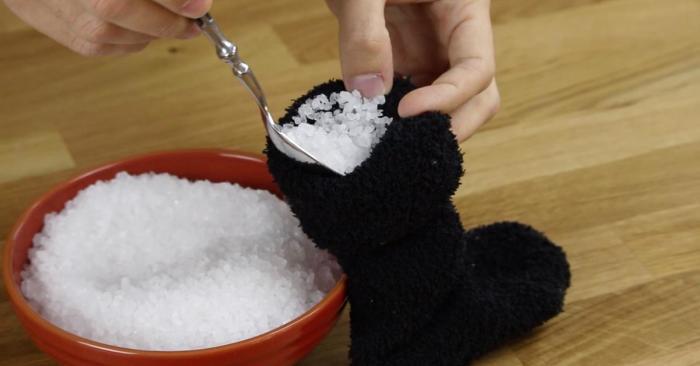 Из носка и соли получится грелка. /Фото: us.abrozzi.com