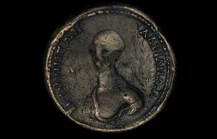 Изображения пришельцев на древних египетских монетах.