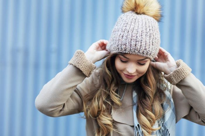 Очень важно правильно надеть головной убор. / Фото: beauty.ua