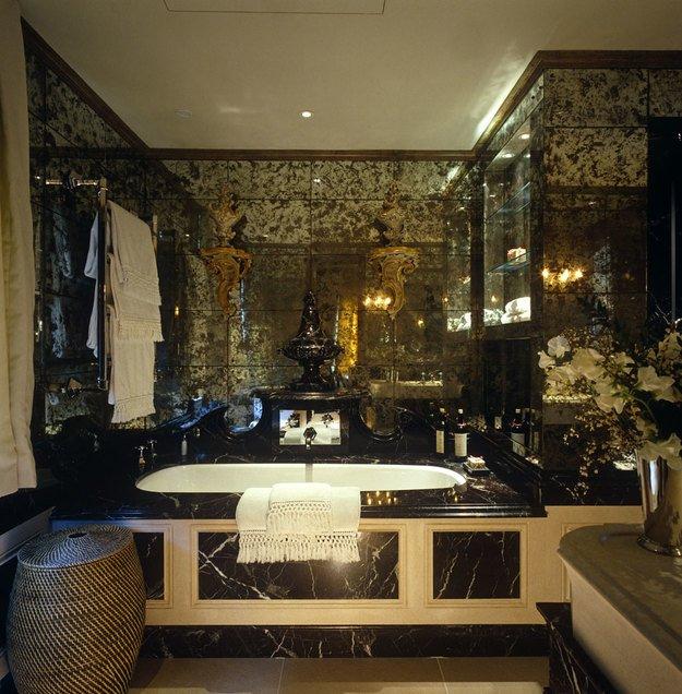 Фрагмены частных интерьеров в Великобритании, антикварные и состаренные зеркала выполнены бюро Saligo Design