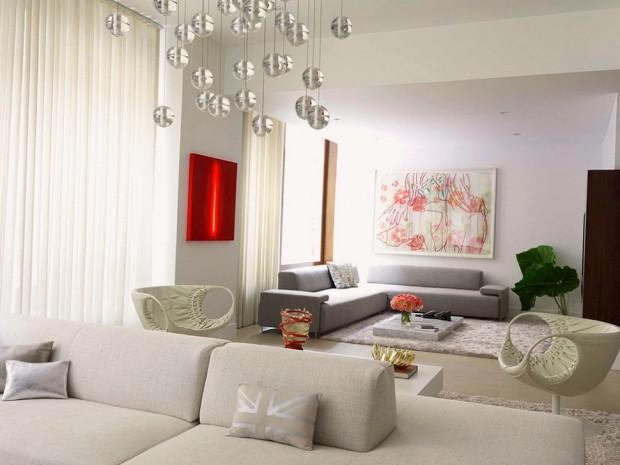 Угловые диваны в интерьере светлой комнаты