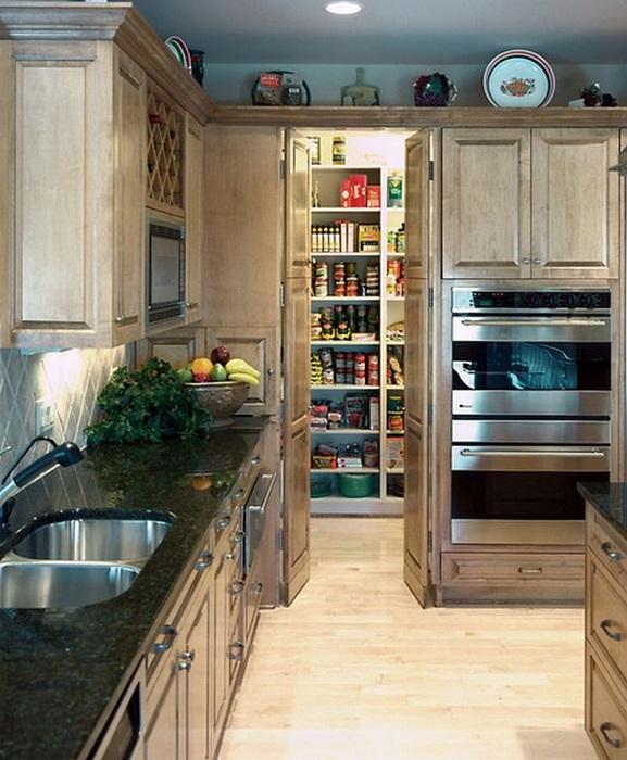 Подсобное помещение для хранения посуды и консервации.