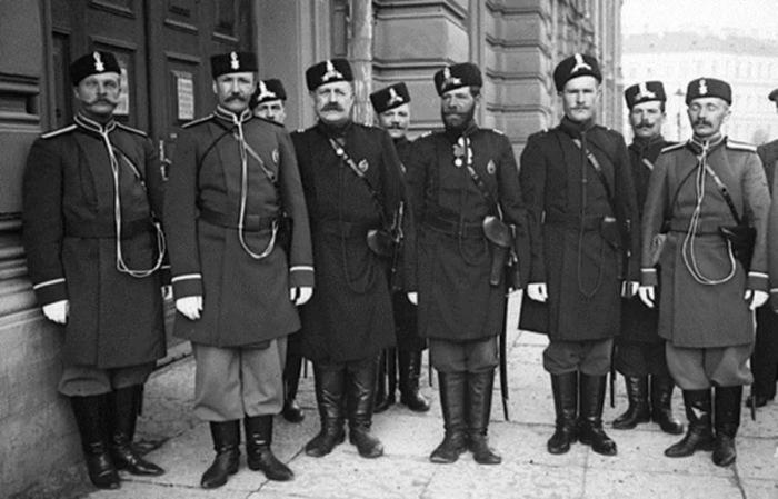 Городовые - это рядовые сотрудники милиции. |Фото: drive2.ru.