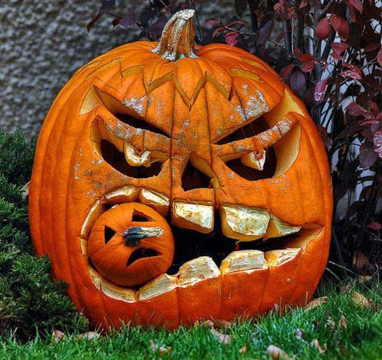 Композиция из тыкв на Хэллоуин