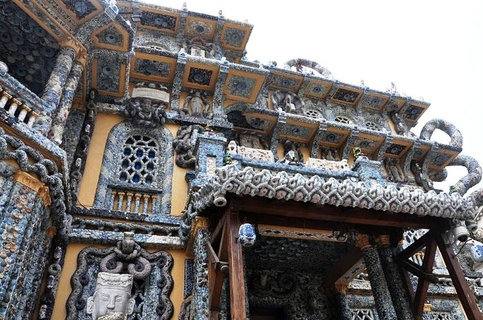 Старинное здание превратили в уникальный Фарфоровый дом (Китай).