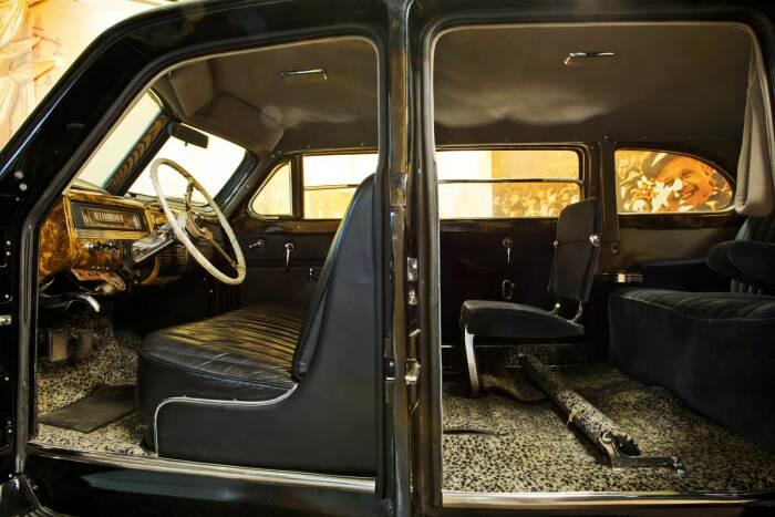 Пассажирские сиденья обшиты тканью. |Фото: autoade.ru.