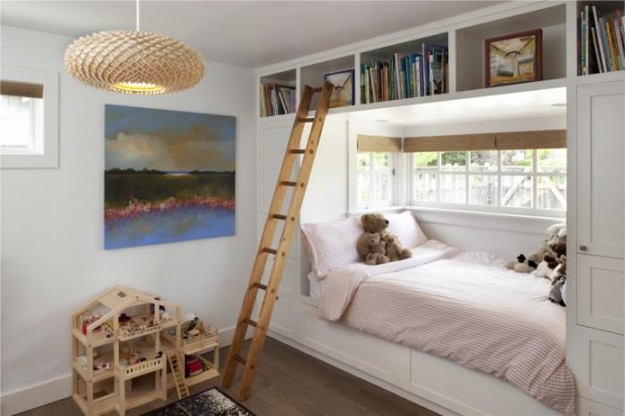 Помогут создать уют в этой комнате мелкие детали. Достаточно приобрести милый коврик или украсить стену милой картинкой.