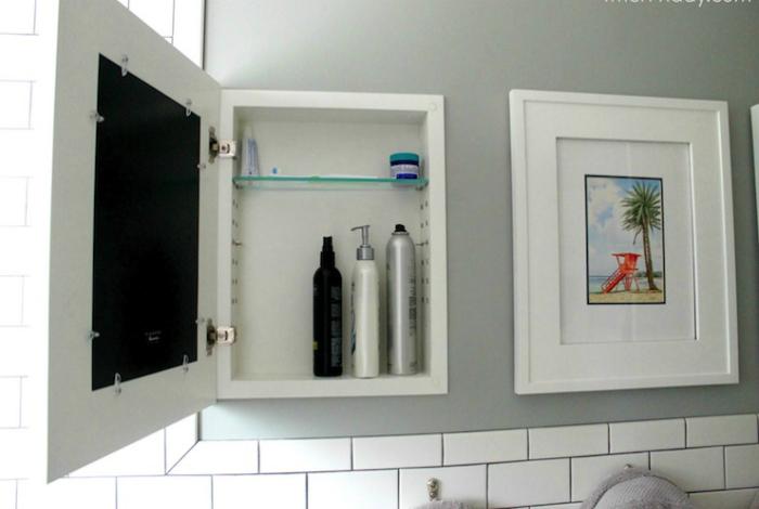 Узкие шкафчики за картинами.