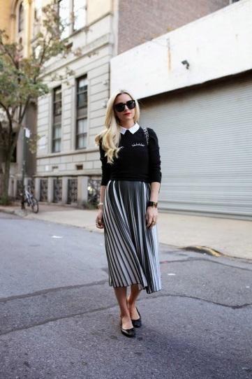 Девушка в длинной юбке и кофточке с белым воротничком