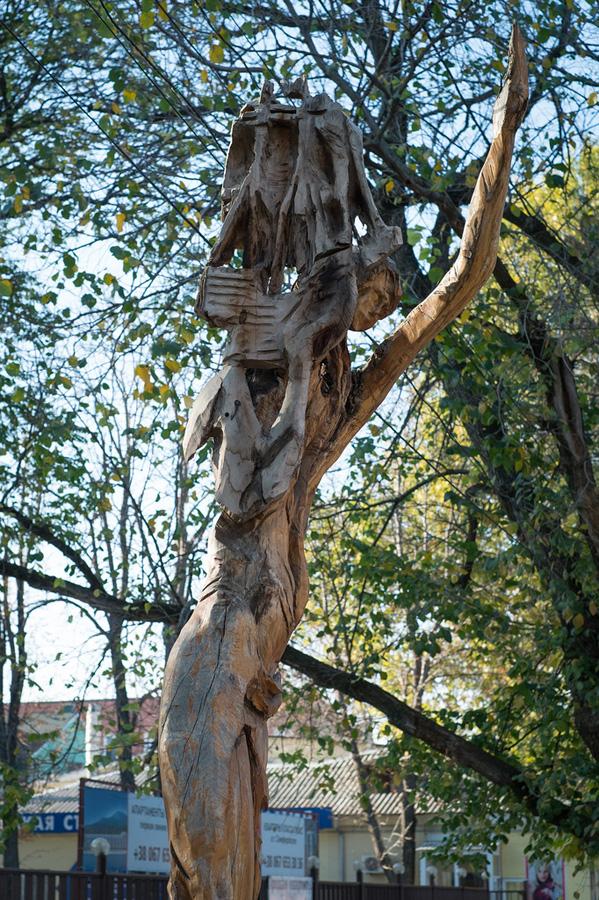 derevyanniestatui 12 Деревянные скульптуры в Симферополе