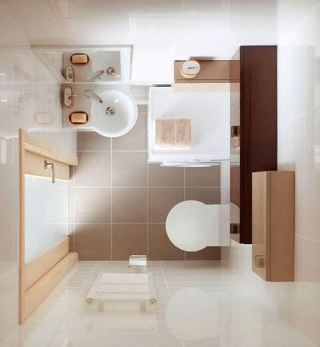 Дверь ванной комнаты со стеклянной вставкой добавит света и визуально увеличит пространство.