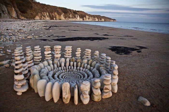 Экспозиции Джеймса Бранта располагаются прямо на открытом воздухе – в лесу или на берегу океана.
