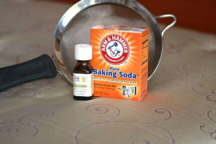 Перекись водорода и пищевая сода - отличное решение для чистки посуды.
