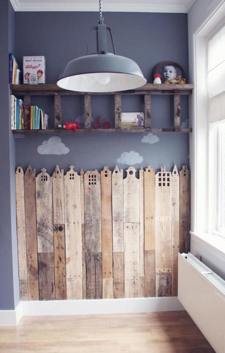 Деревянные поддоны - отличное решение для тех, кто мечтает оформить детскую комнату необычно и сказочно.