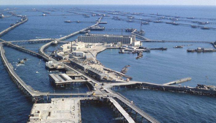 Месторождение нефти в Азербайджане.