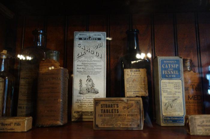 Экспонаты аптечного музея Нового Орлеана. / Фото: www.atlasobscura.com