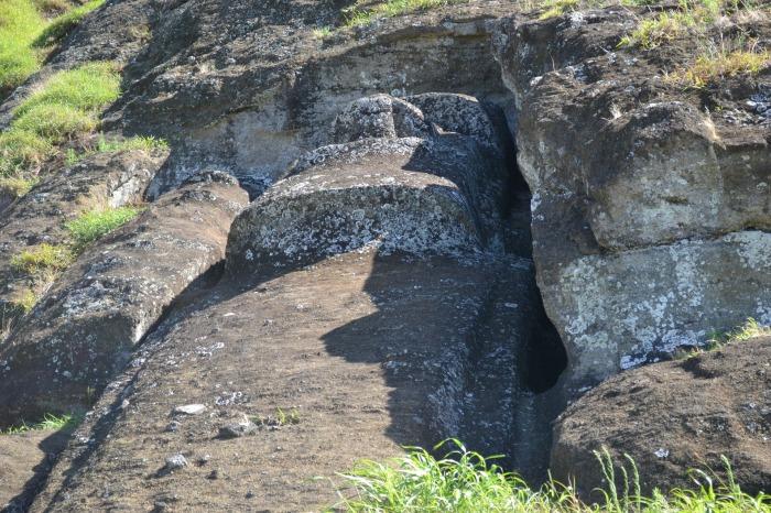 Каменоломня Рано-Рораку. Здесь изготавливали каменные статуи. / Фото: www.nasha-planeta.com
