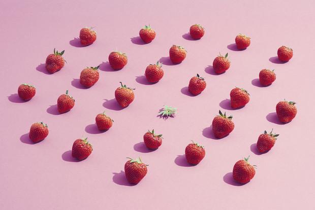 Фото №1 - Клубничная диета: мифы, факты и рецепт легкого салата с клубникой и спаржей