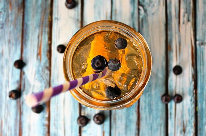 вода с черникой и апельсином