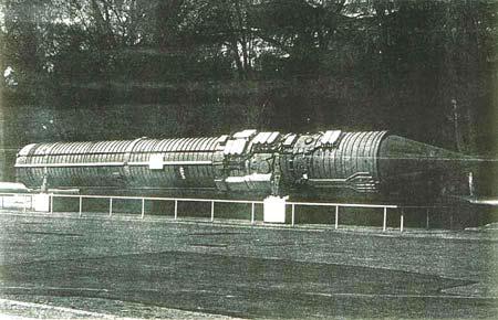 СССР имел реальный вариант «Скайнет», автоматическую систему управления ответным ядерным ударом на случай, если первый американский ядерный удар уничтожит руководство страны и армии. На фото часть такой системы – командная ракета 15А11 системы «Периметр», с головной частью 15Б99. В ней находилась радиокомандная система, способная гарантированно довести приказ на запуск до всех пусковых установок атомного оружия / ©Wikimedia Commons