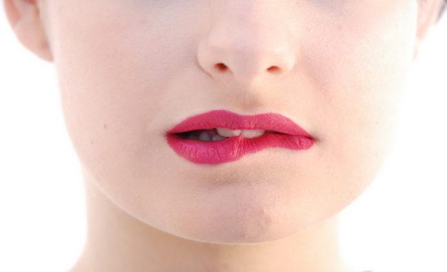 Почему постоянно сохнут губы