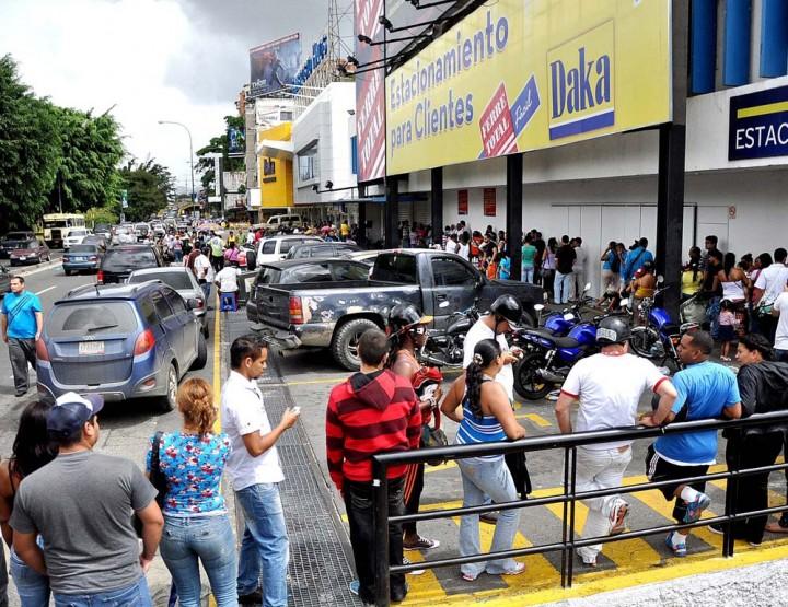 dakahoy0901 Социалистическая «оккупация» в Венесуэле: Армия захватила магазины и раздает товары почти бесплатно