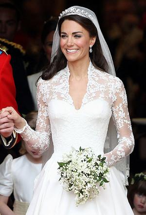 Фото №6 - 16 самых известных, красивых и дорогих свадебных платьев за всю историю
