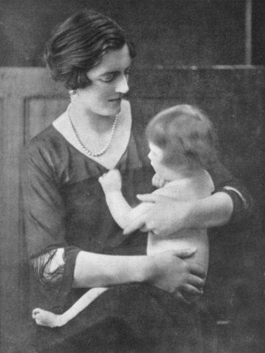 Клементина Черчилль с дочерью Маригольд. / Фото: www.pinterest.ru