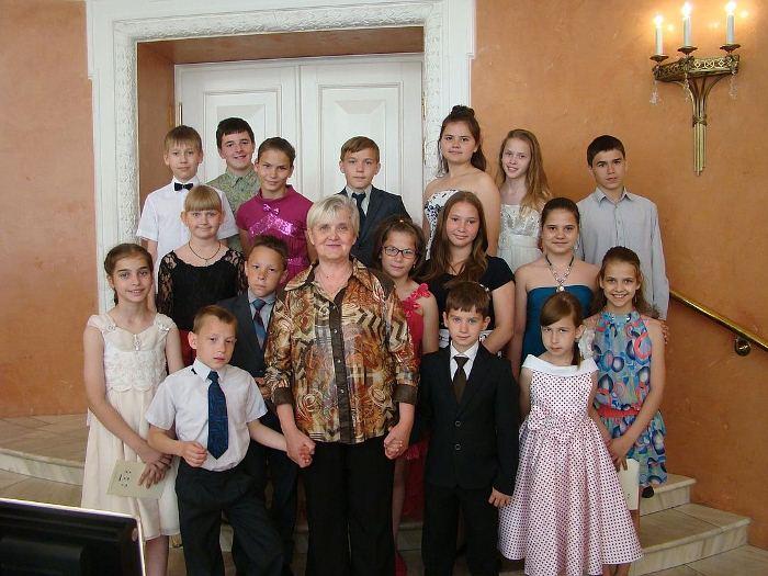 Всего в семейном детском доме Сорокиных воспитано 76 детей. Фото: crimea.kp.ru