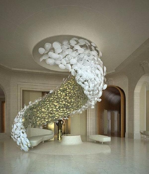 Удивительный шлейф из перламутровых лепестков создаст иллюзию морской пены.
